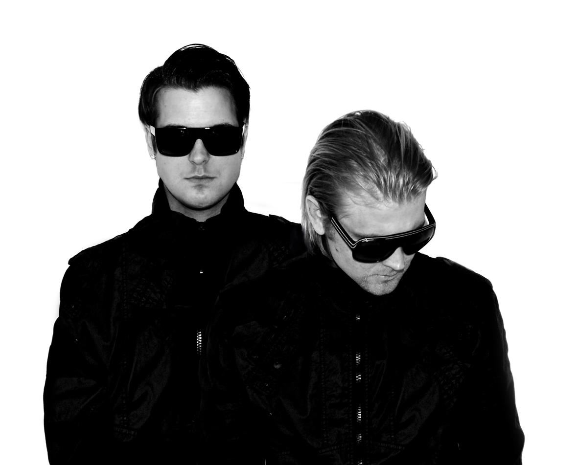 Dash Berlin ft. Christon Rigby – Underneath The Sky (Qulinez Remix) [Armada Trice]