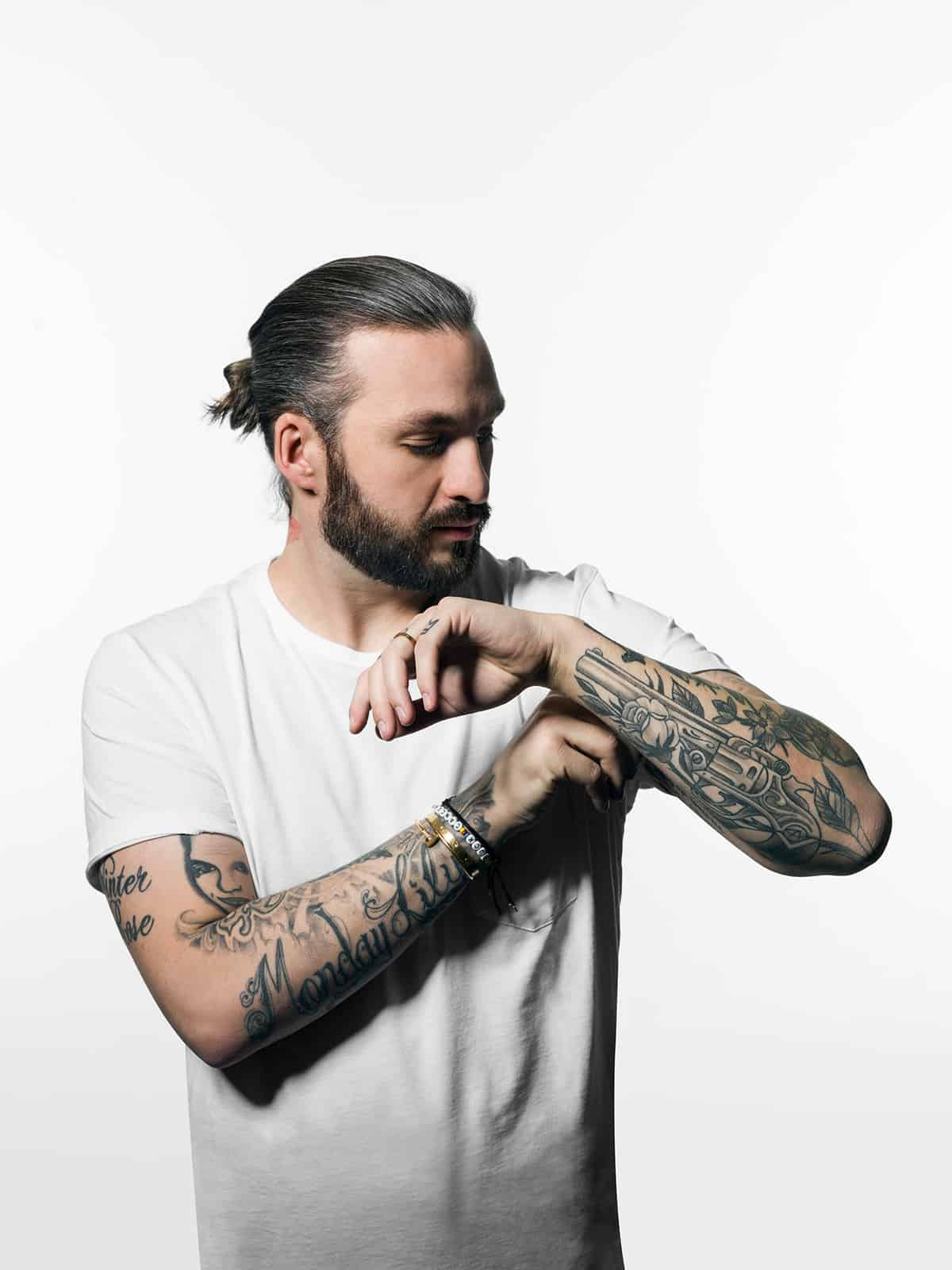 Steve Angello & Still Young – Follow Me [SIZE]