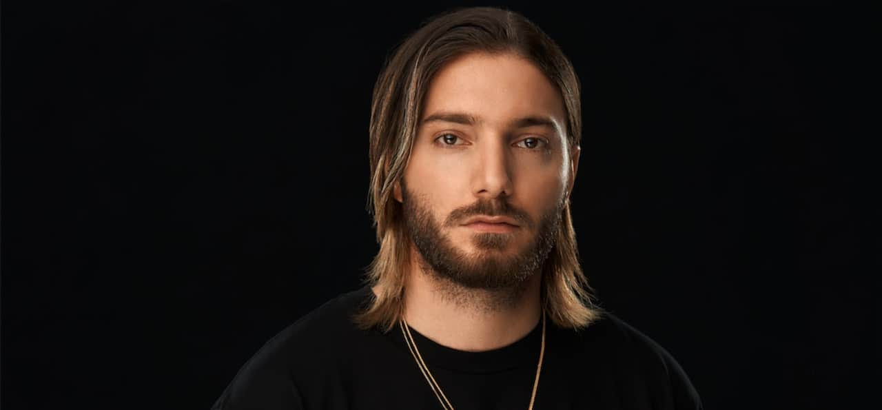 "Alesso and SUMR CAMP join forces for ""In The Middle"""
